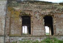 Храм Святителя НИколая в селе Никольское-на-Еманче перед началом восстановления.